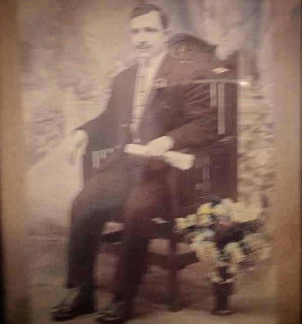Satiro Ventura, Scandriglia, 1913. Elaborazione digitale su Instagram da foto incorniciata, stampa alla gelatina ai sali dargento, 9 x 13 cm.