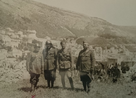Marino Mascioletti con altri della guardia nazionale, Ragusa (Jugoslavia), 24 maggio 1941