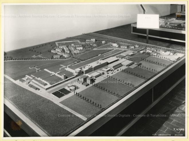 CID, Centro Informazione Documentazione Torviscosa, Archivio storico Snia Viscosa, Plastico della Cisa Viscosa di Rieti, 1964, Foto di Vincenzo Aragozzini