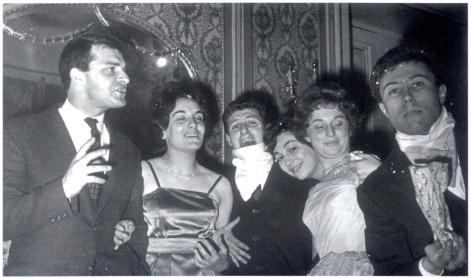 Archivio Privato. Festa della matricola. Veglione. Da sinistra Arturo D'Orazio, Luciana Pilati, Antonio Colle, Atella Silvi, Teresa Di Gregorio, Alvaro Scopigno.