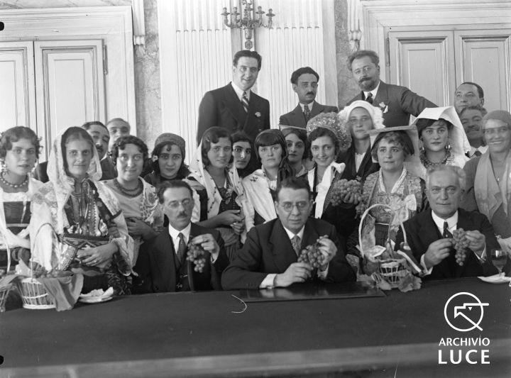 Archivio Storico Luce, Reparto Attualità (1927-1955), A00024653, Roma, Giornata nazionale dell'uva, 28 settembre 1930