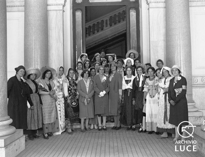 Archivio Storico Luce, Reparto Attualità (1927-1955), A00024662, Roma, Giornata nazionale dell'uva, 28 settembre 1930